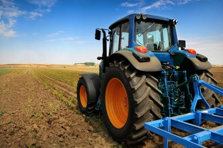 tractorinfield-fotolia22386036subscriptionmonthlyxl