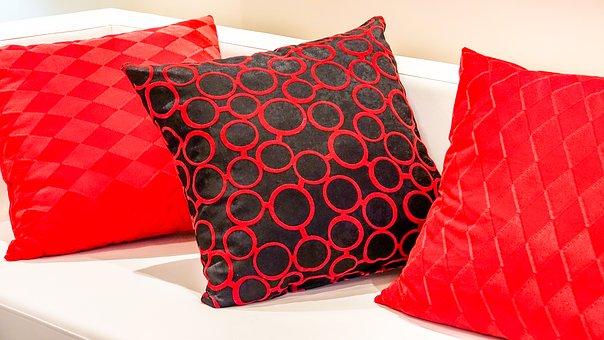 pillow-2092155__340